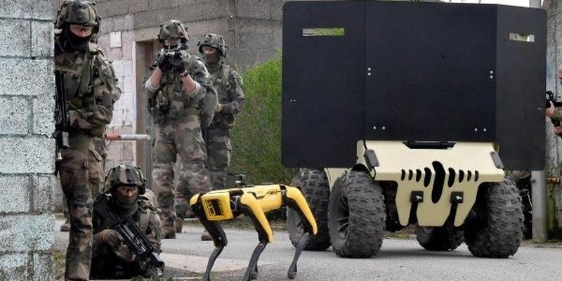 Робопес Boston Dynamics принял участие в военных учениях французов