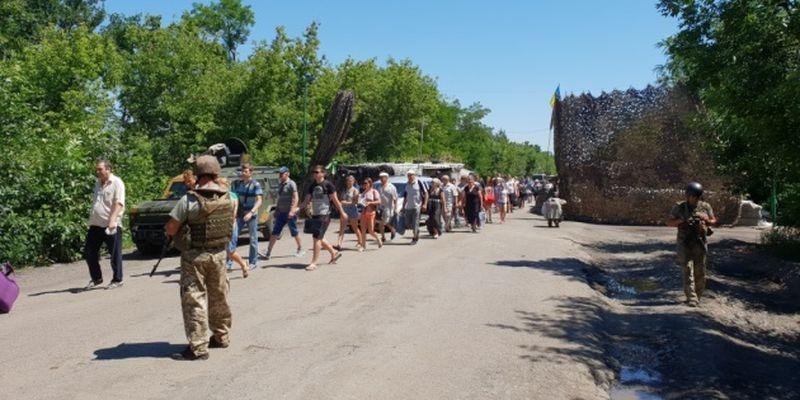 В пунктах пропуска на Донбассе в очередях ожидают 175 авто