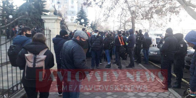В Одесі оголошують вирок Стерненко: під судом зібралися активісти