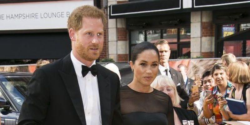 Чому принц Гаррі та Меган Маркл саме в квітні склали королівські обов'язки: припущення ЗМІ