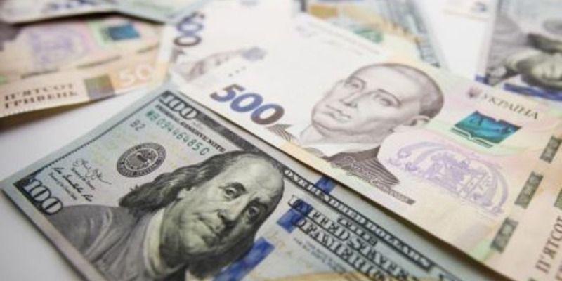 Евро сильно взлетел, доллар пошатнулся: курс валют в Украине на 30 апреля