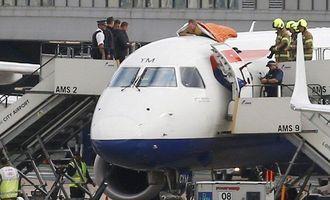 В Британии судили почти слепого паралимпийца, приклеившегося к крыше самолета