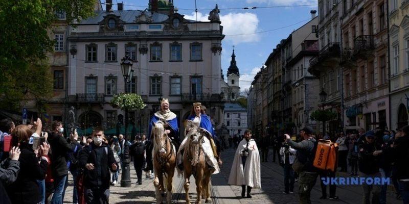 Король, рыцари и герольд: Львов отпраздновал День города в «средневековом» формате
