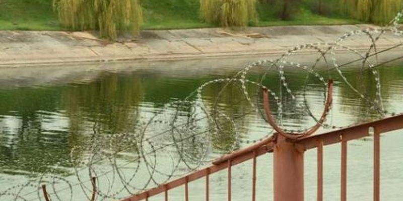 Дамба, перекрывающая воду в Крым, разрушается– СМИ