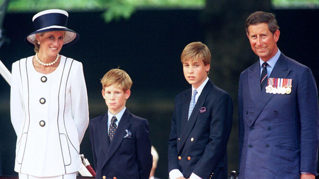 Герцогиня Кейт повторила образ Дианы на церемонии Ордена Подвязки