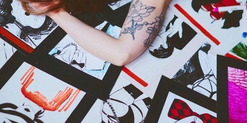 Чіткість ліній, кольористика й досконалість - ілюстраторка показала, як створює розписаний одяг
