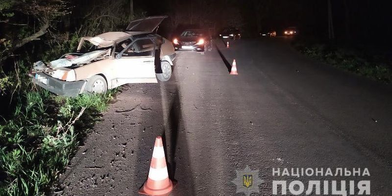 На Львівщині водій під наркотиками врізався в дерево, загинула його дружина