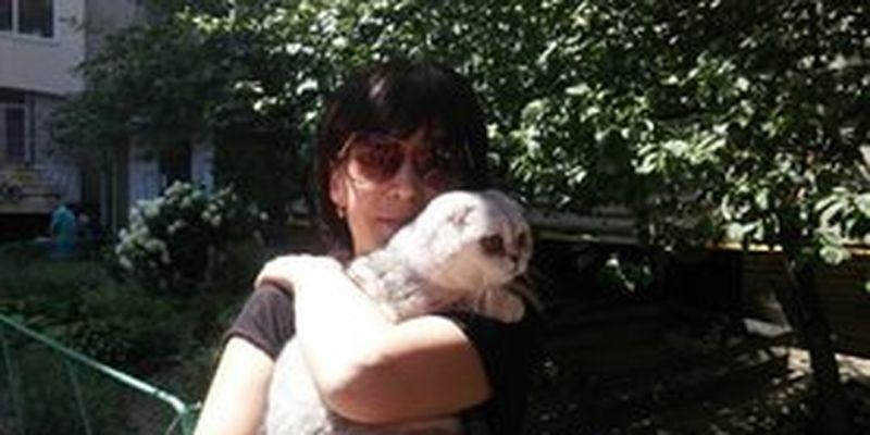 В завалах разрушенного дома на Позняках нашли кошку: фото