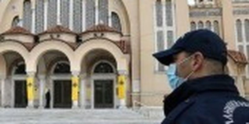 Поліція у Франції затримала священників за пасхальну службу без масок