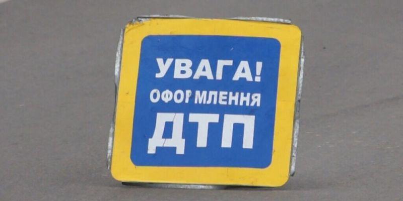 ДТП в Харькове: Mitsubishi врезался в забор после столкновения с Mazda