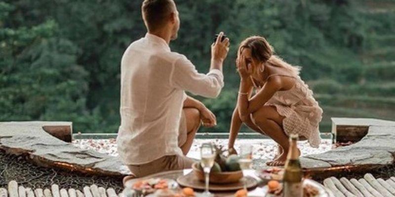 """Один из главных холостяков страны сделал предложение девушке - разве она могла ему отказать?/На этот шаг герой шоу """"Холостяк"""" решился во время отпуска на Бали"""