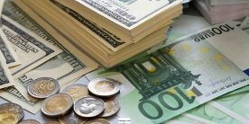 У грудні українці купили і продали рекордний обсяг валюти