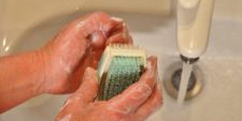Як і чим мити руки, щоб захиститися від бактерій і вірусів