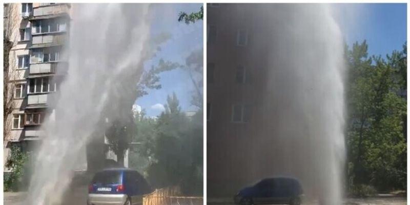 На столичных Березняках из-под земли забил огромный «фонтан»: видео