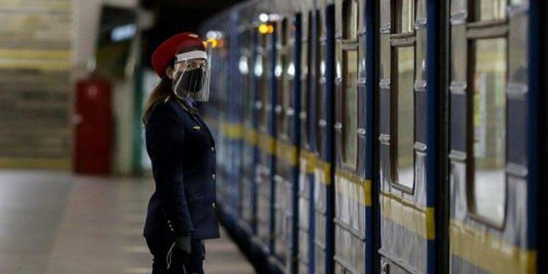 Пістолети й сльозогінний газ: в метро Києва сталися збройні розбірки