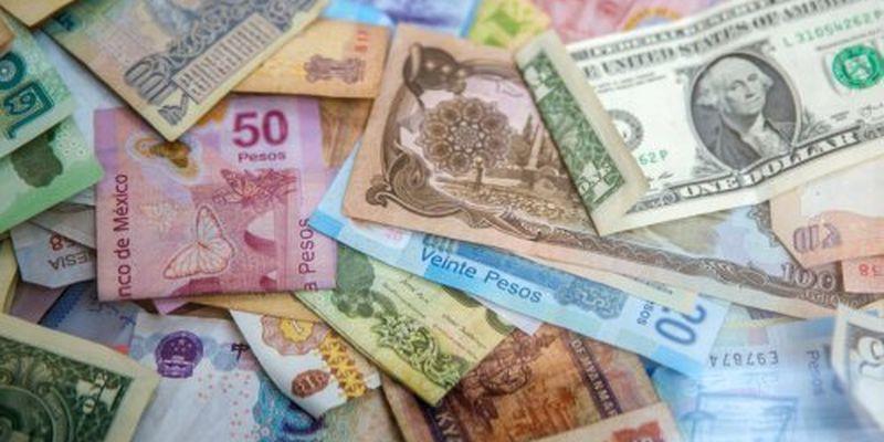 Долар і євро подешевшали після травневих вихідних
