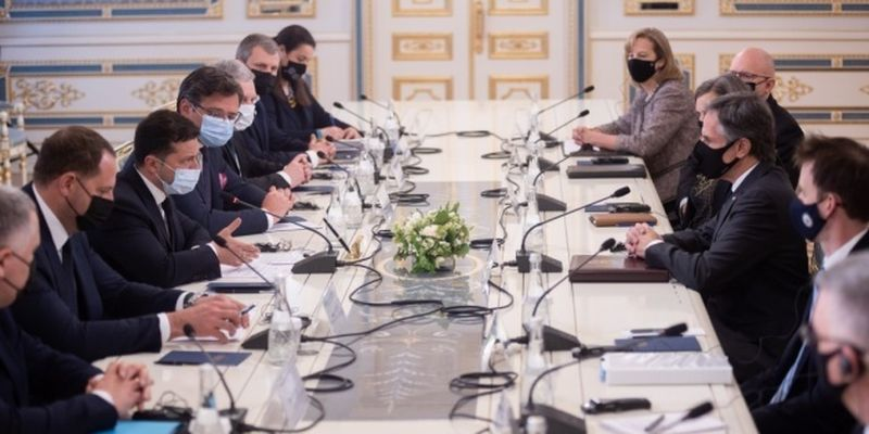 Президент: Вдоль границ Украины не заметно уменьшения количества военных РФ