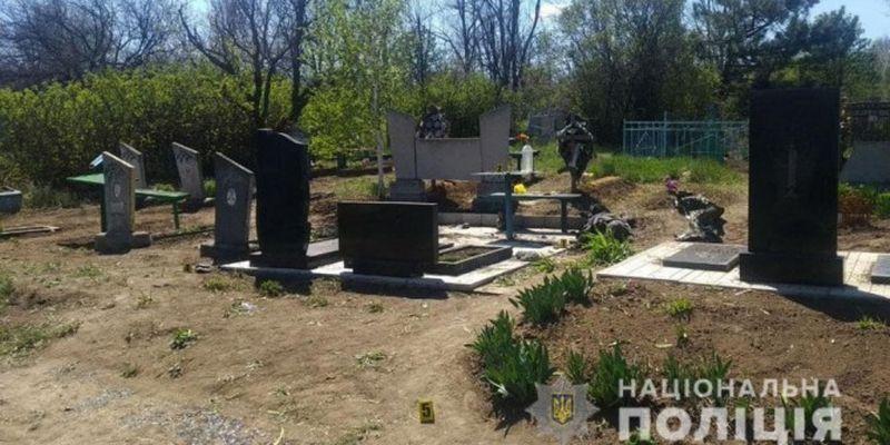 В Донецкой области местный житель погиб от взрыва во время уборки на кладбище