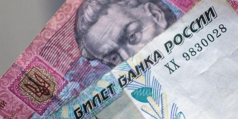 Рубль в обменниках Киева продолжает дешеветь. Курс российской нацвалюты на 8 апреля