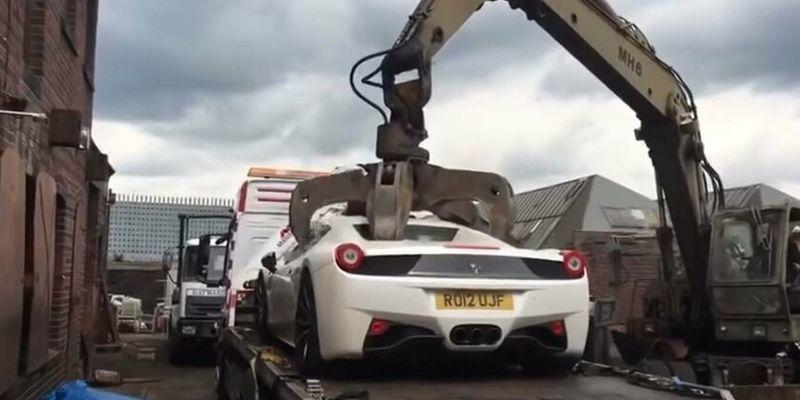 Бизнесмен судится с полицией, отправившей его Ferrari под пресс. Видео