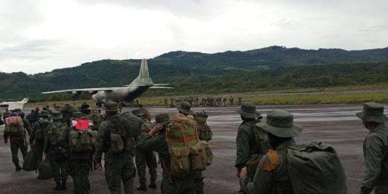 Венесуэла стягивает резервные войска на границу с Колумбией