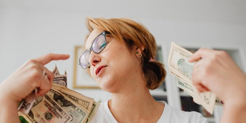 Валютная свобода. По новым правилам НБУ купить валюту и вложиться в драгметаллы стало проще