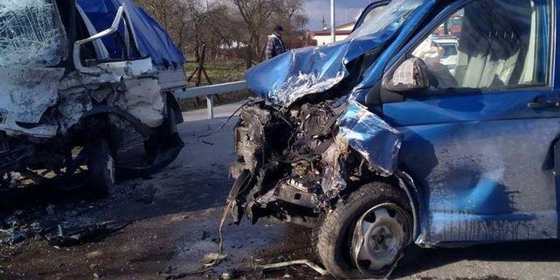 Чоловіка деблокували з автомобіля через ДТП на Львівщині