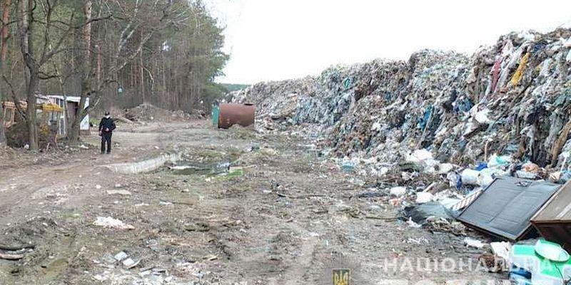 Через халатність комунальників на Київщині сміттєзвалище розрослося на 12 га