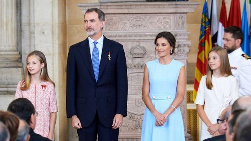 Королева Летиція з доньками на офіційному заході в Мадриді