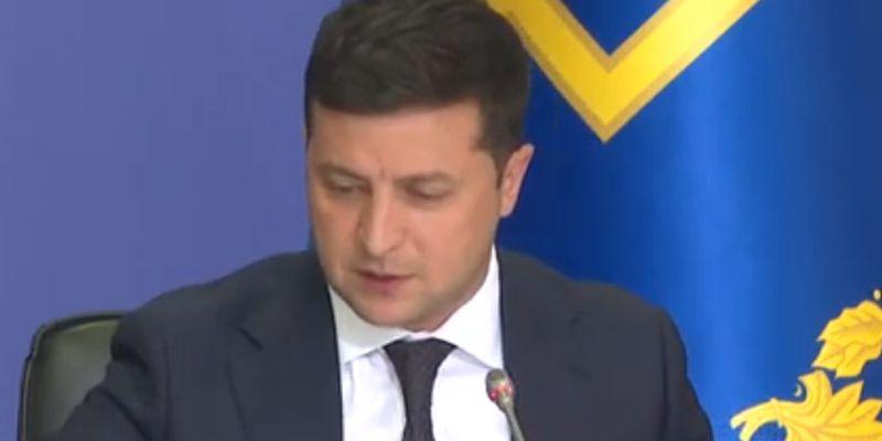 Зеленский разрешил сотрудникам госслужб работать до 70 лет