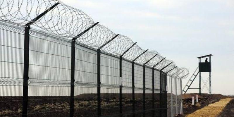 """Запідозрений у розтраті коштів будівельник отримав ще 36 мільйонів на """"Стіну"""" на українсько-російському кордоні"""