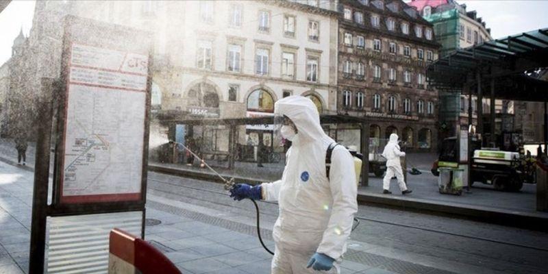 Во Франции ввели чрезвычайное положение на фоне рекордного всплеска случаев COVID-19