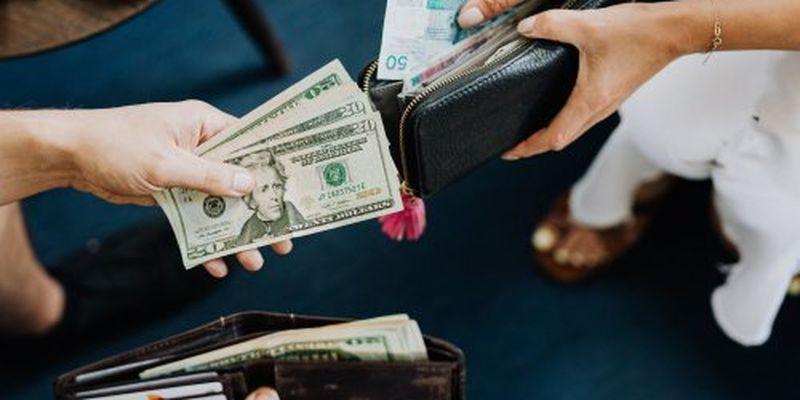 Курсові гойдалки: скільки коштує валюта 15 вересня
