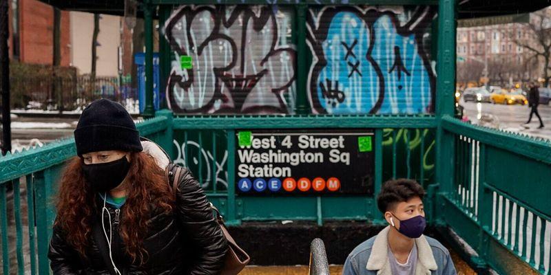 В Нью-Йорке вакцинировать от коронавируса решили прямо в метро