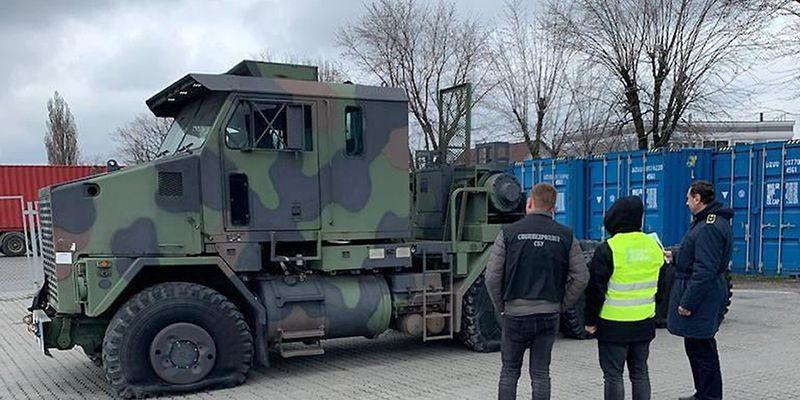В Одессе таможня пресекла попытку незаконного ввоза тягача для танка Abrams