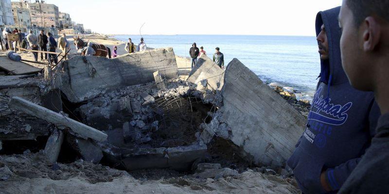 Ответ на запуск шаров со взрывчаткой: Израиль атаковал объекты ХАМАС