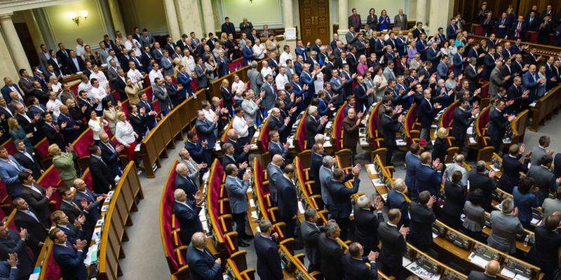"""Депутаты от """"Слуги народа"""" предлагают лишать мандатов мажоритарщиков"""