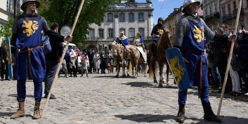 Карантинний день міста: Львів відсвяткував день народження в атмосфері Середньовіччя з лицарями і королями