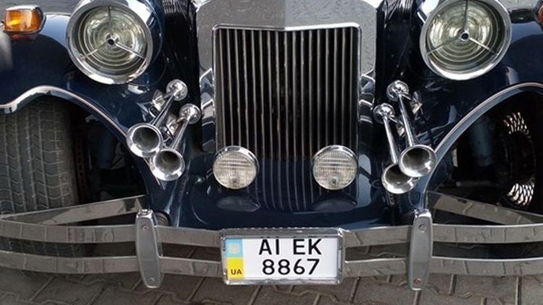 В Украине замечен редкий автомобиль с позолотой
