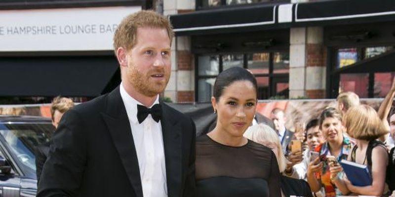 Меган за руку з Гаррі з'явилася на весіллі подруги у сукні з тюлю