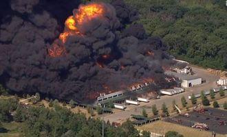 В США горит химическое предприятие, местных жителей срочно эвакуируют