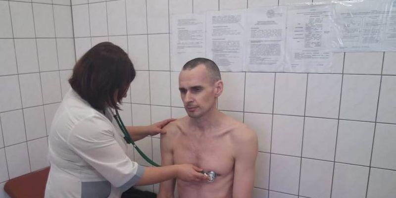 "Тюремщики посадили Сенцова на ""диету"" из баланды и кипятка - правозащитница"