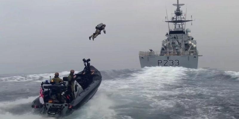 Великобритания использовала летающие костюмы для посадки и высадки с кораблей