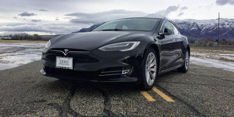Чому електромобілі Tesla з автопілотом безпечніші, ніж звичайні автівки: пояснення від Ілона Маска