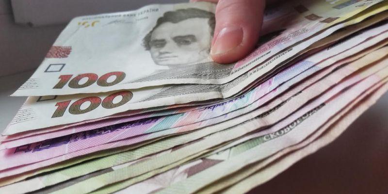 НБУ обвалил гривну на выходные. Официальный курс валют