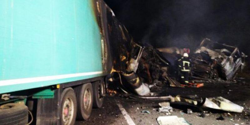 ДТП за участю двох вантажівок: є загиблі