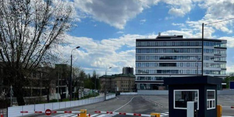 Біля зоопарку Києва з'явився новий паркувальний майданчик