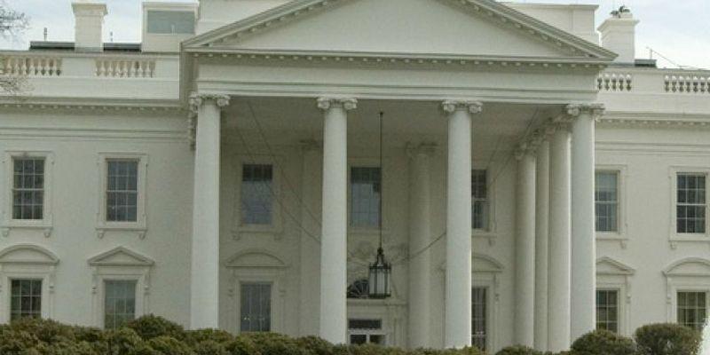 У Білому домі вирішили не скасовувати носіння масок: названа причина