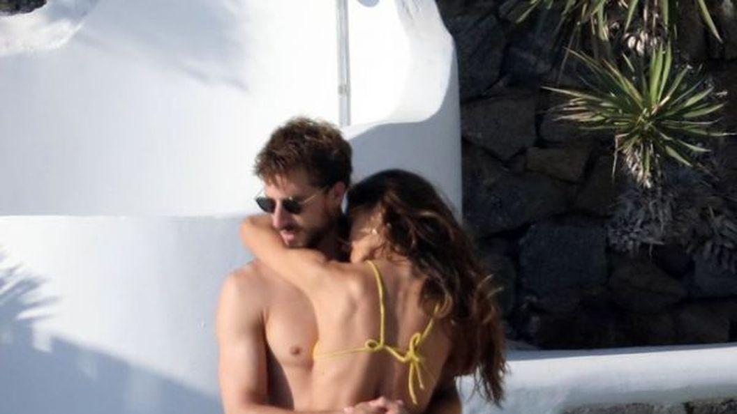 Ізабель Гулар з нареченим відпочиває у Греції