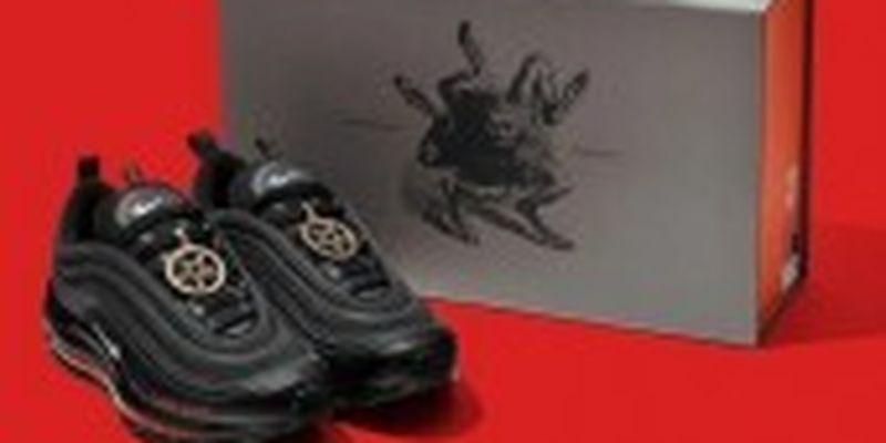 """Nike через суд змогли відкликати """"сатанинські кросівки"""" з людською кров'ю"""